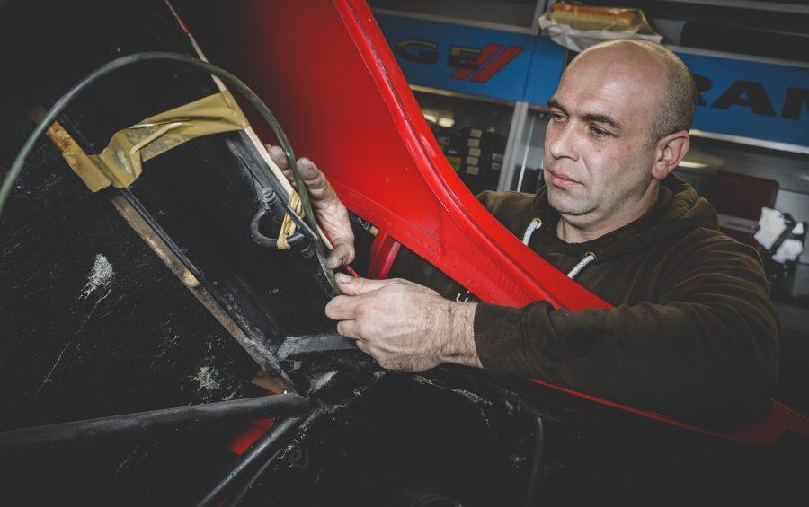 Mitarbeiter, Manfred Reiszner, Arbeitsbild, Werkstatt, Ferrari Dino 246GT